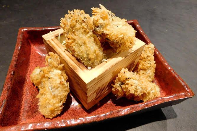特製タルタルソースで食べる牡蠣フライ